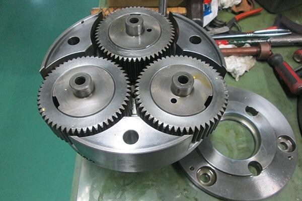 遠心分離機(デカンター)整備の実績:差速装置整備に関する画像